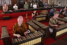Sukra members rehearse before a performance at the Indonesian Arts Institute auditorium in Surakarta, Central Java, on Monday, Aug. 21, 2017. JP/Maksum Nur Fauzan