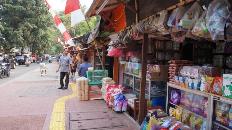 Pet market on Jl. Barito I, Kebayoran Baru in South Jakarta.
