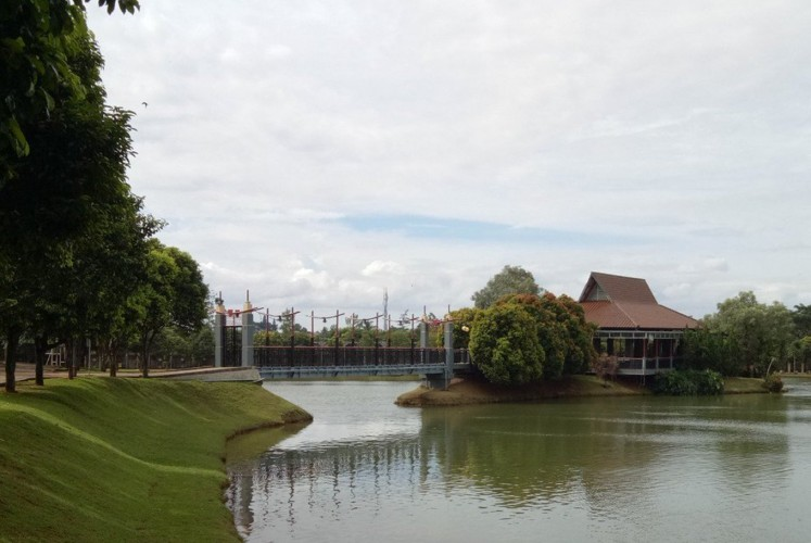 A lake in the Universitas Terbuka (UT) campus area was created by the university.