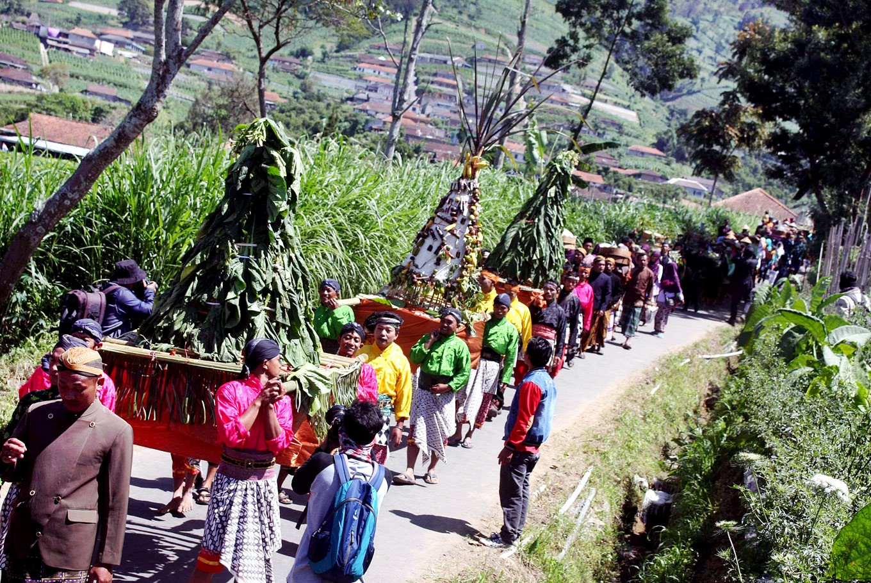 A colorful parade: Residents parade gunungan, mountain-shaped piles of crops, during Tungguk Tembakau, a thanksgiving ritual in Senden village, Selo district, Boyolali, Central Java, on Aug. 3.