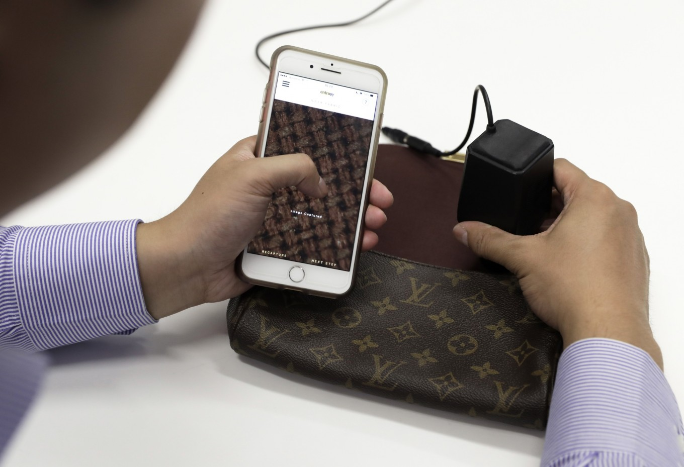 5392ad4071e2 This gadget tells you if your handbag is a fake - Science & Tech ...