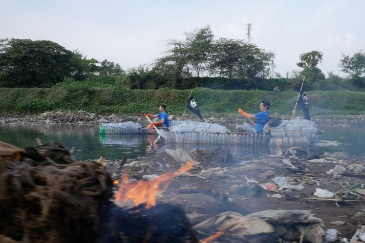 The brothers not only saw plastic trash, but also dead animals, trash fires and waste from textile factories along the river.