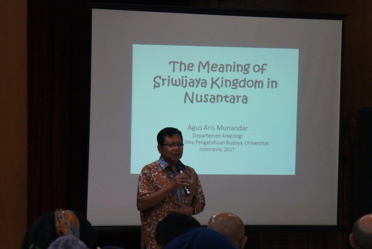 Agus Aris Munandar, an archaeologist from the University of Indonesia (UI), gives a lecture at about Reviving the Sriwijaya-Nalanda Civilization Trail on Aug. 8 in Jakarta.