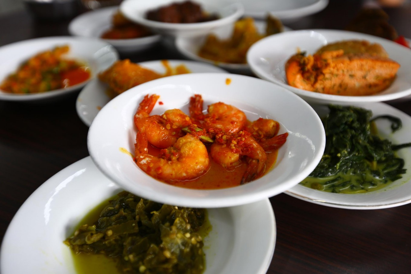 Asia Pacific travelers keen to try local cuisine, survey says