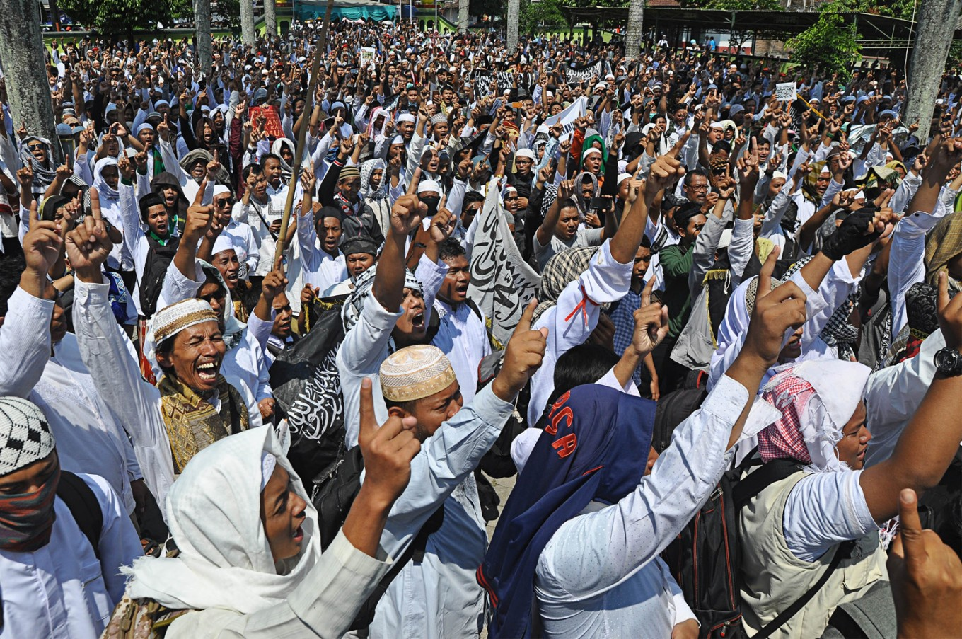 Peaceful Rohingya solidarity rally held near Borobudur Temple