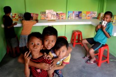 Baron Cilik children express joy at their new library, which was set up as part of the Jener River Festival. JP/Stefanus Ajie