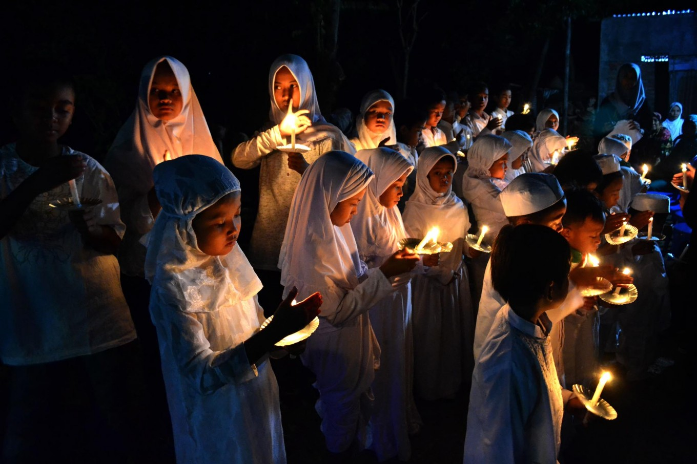 The inaugural JenesRiver Festival opened on Aug. 23 with Baron Cilik children chanting salawat, a song that praises the Prophet Muhammad.JP/Stefanus Ajie