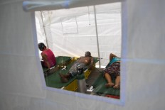 People injured during the 8.2 magnitude  earthquake that hit Mexico's Pacific coast, receive medical attention at a tent in an improvised shelter in Juchitan de Zaragoza, state of Oaxaca on September 9, 2017. Mexico's most powerful earthquake in a century killed at least 35 people, officials said, after it struck the Pacific coast, wrecking homes and sending families fleeing into the streets. AFP/ Ronaldo Schemidt