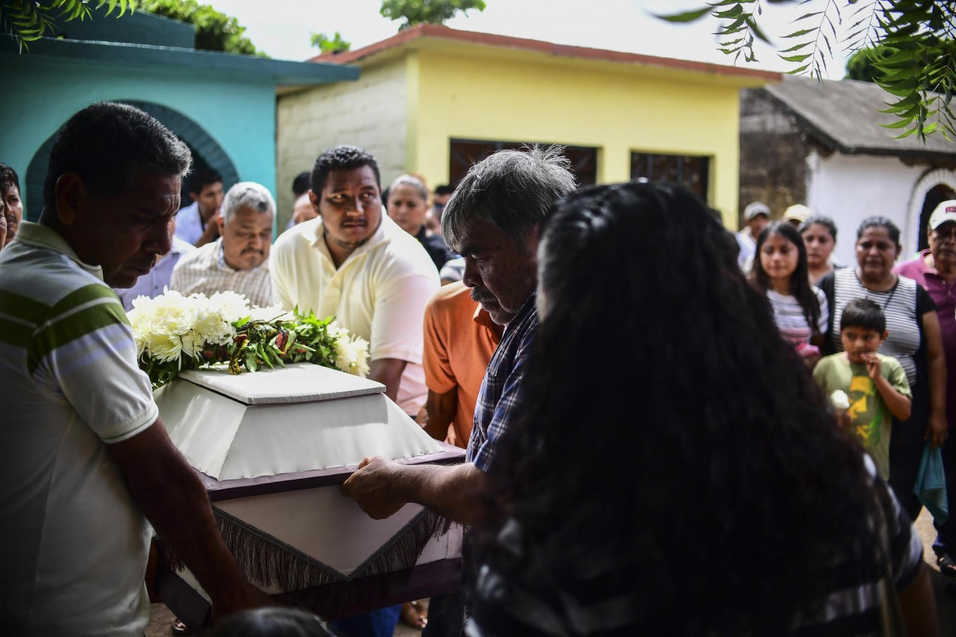 Relatives and friends accompany to the cemetery the remains of a victim of Thursday night's 8.2 magnitude quake, in Juchitan, Oaxaca, Mexico, on September 10, 2017. Rescuers pulled bodies from the rubble and grieving families carried coffins through the streets Saturday after Mexico's biggest earthquake in a century killed 65 people. AFP/ Ronaldo Schemidt