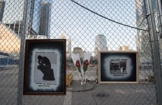 A makeshift memorial lines the fence on the 16th Anniversary of the attacks of September 11 at the World Trade Center 9/11 Memorial on September 11, 2017 in New York.  AFP/ Bryan R. Smith