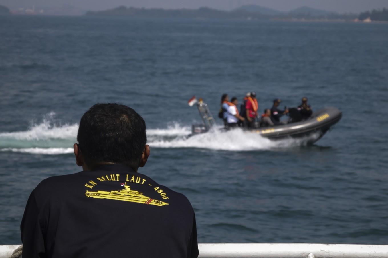 Two Vietnamese fishermen dead in Philippine navy chase