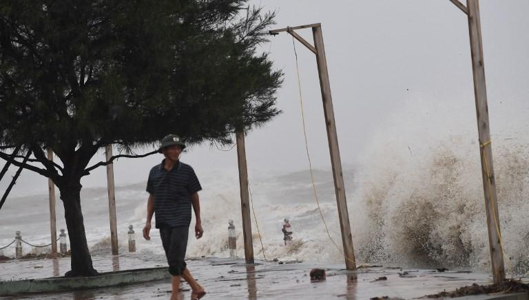 'Severe' Typhoon Doksuri pounds central Vietnam