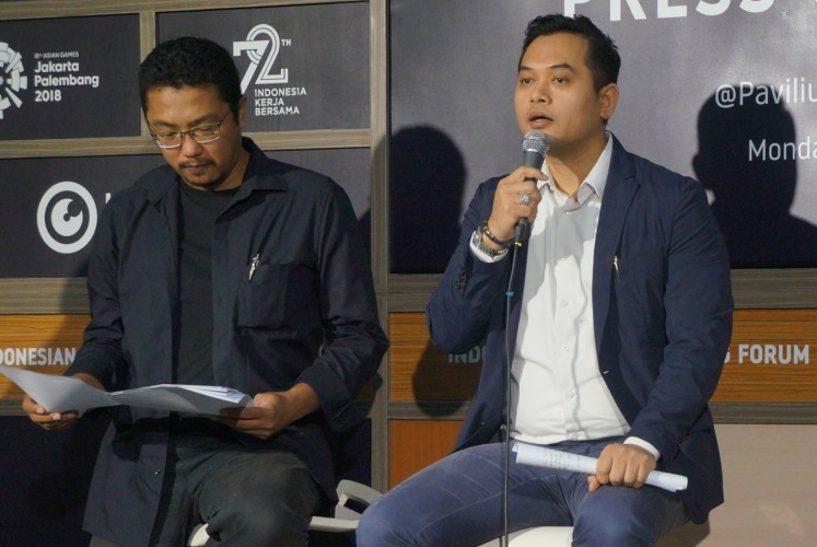 Bekraf research, education and development deputy head Abdur Rohim Boy Berawi (right), alongside Akatara program director Alex Sihar, speaks at a press conference in Jakarta on Monday.