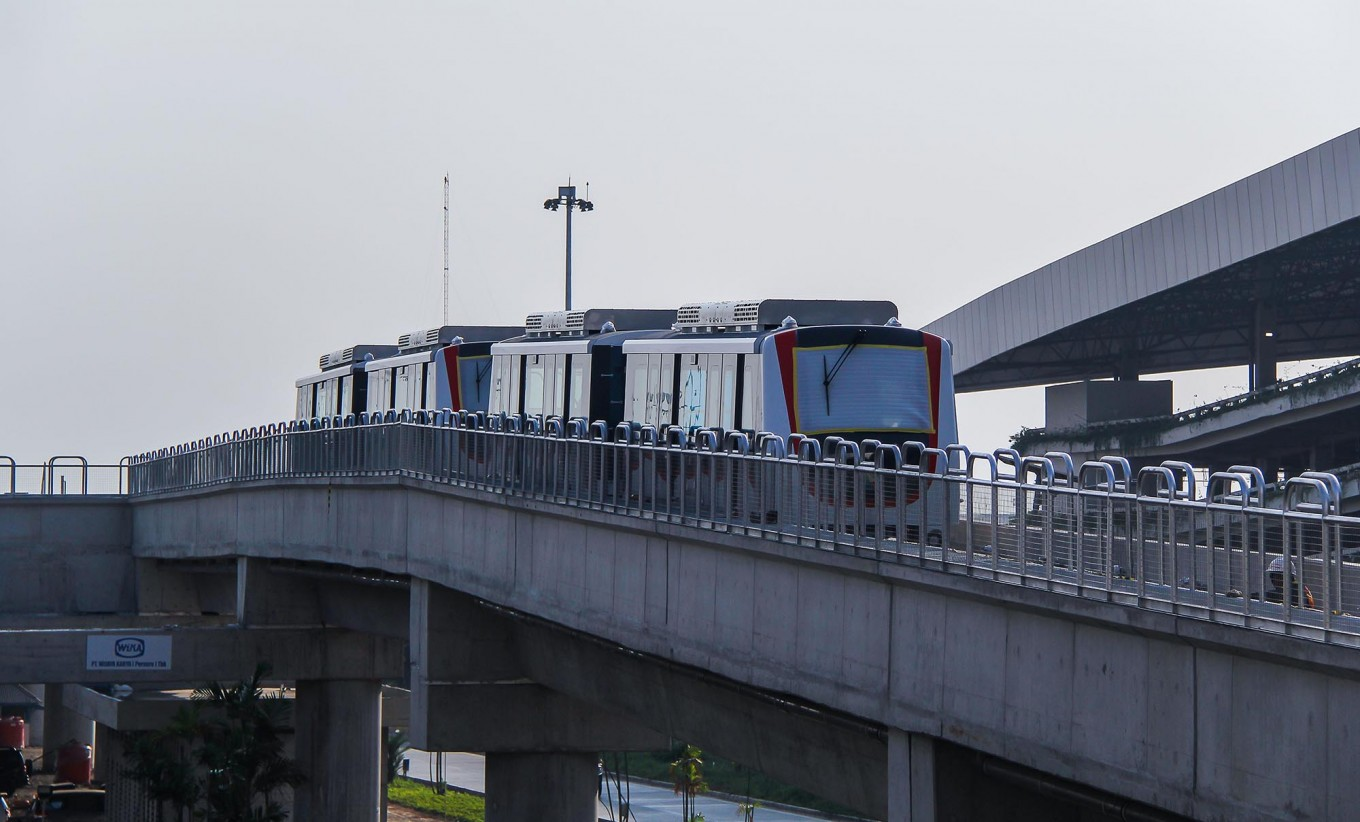 Airport skytrain to be operated by crew for first six months