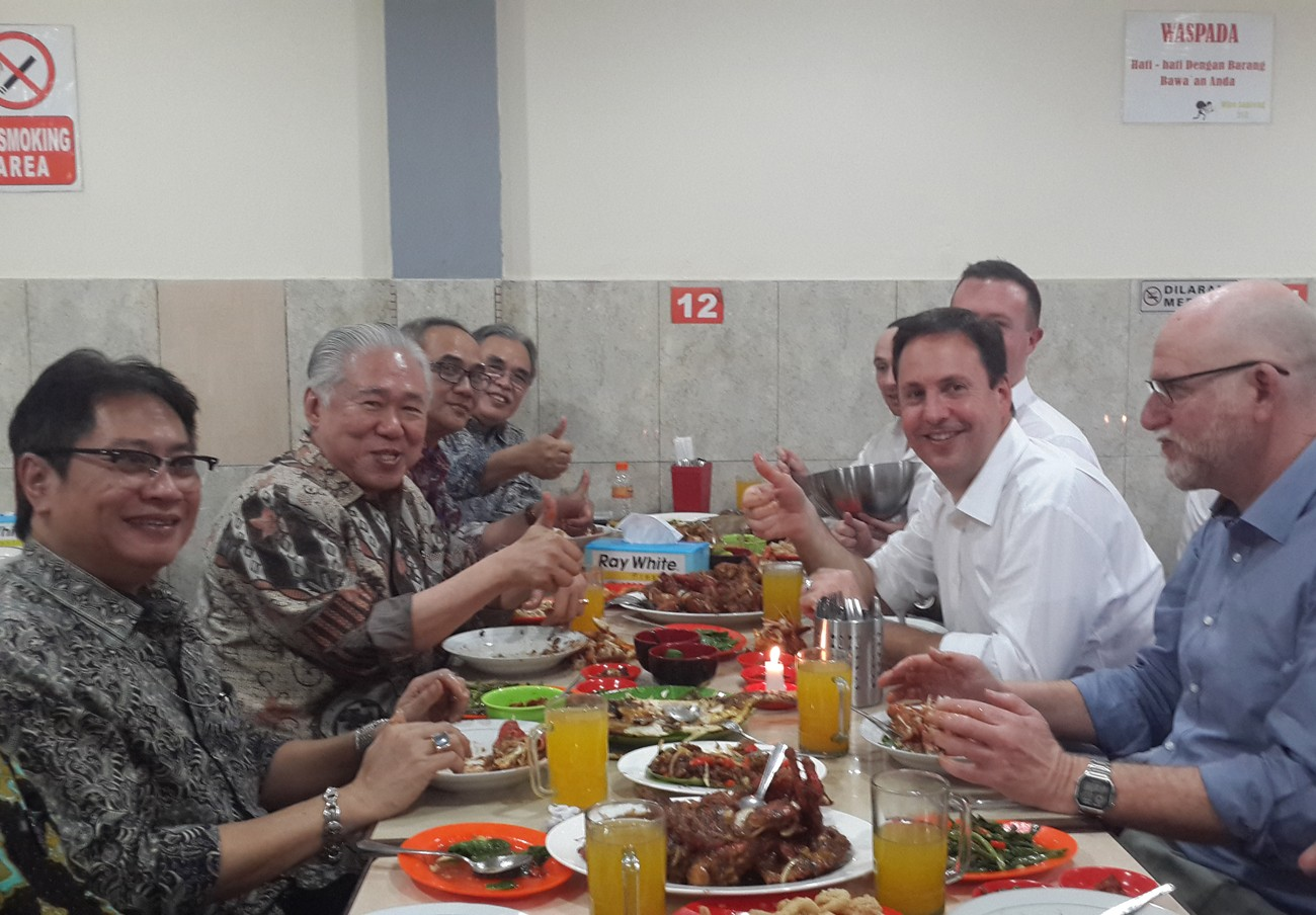RI-Oz trade talks end in street food diplomacy