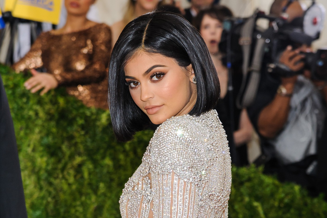 Kylie Jenner joins with family that can keep up with Kardashians