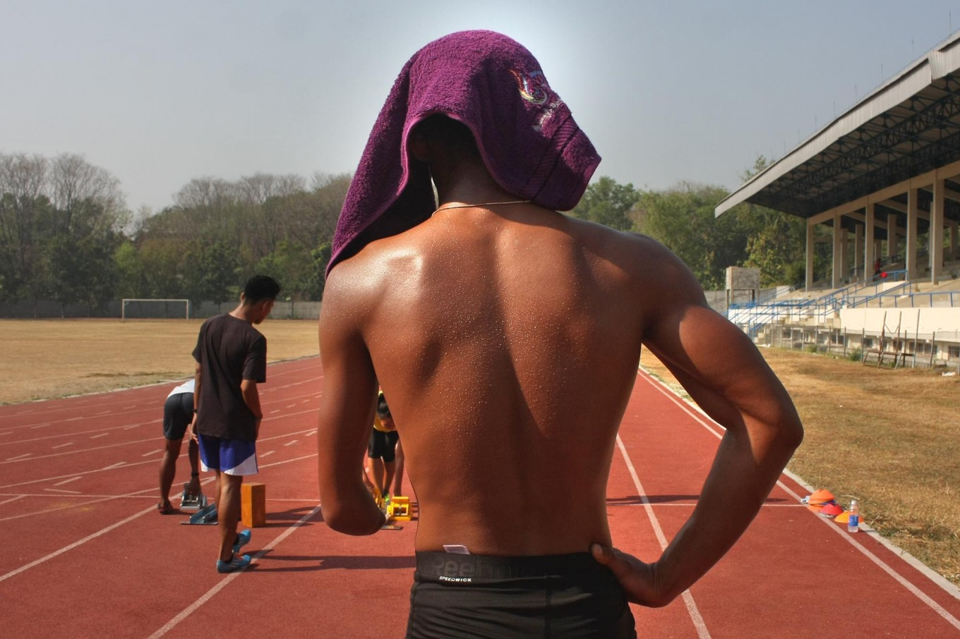 Track-and- field athlete Rijal Bagus, covers his head from the scorching sun on the track at the national training center in Surakarta, Central Java, during the lead-up to the 2017 ASEAN Para Games. JP/Maksum Nur Fauzan