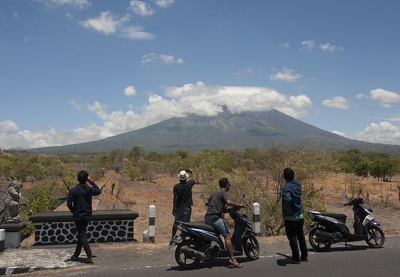 Mt. Agung's magma moves upward