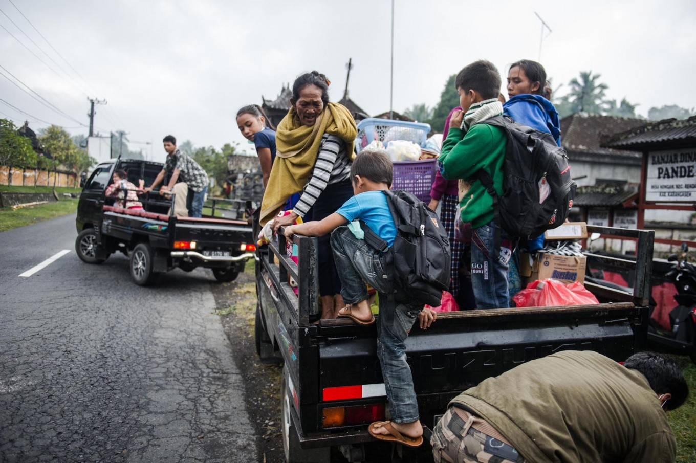 Jokowi to visit Mount Agung evacuees in Klungkung