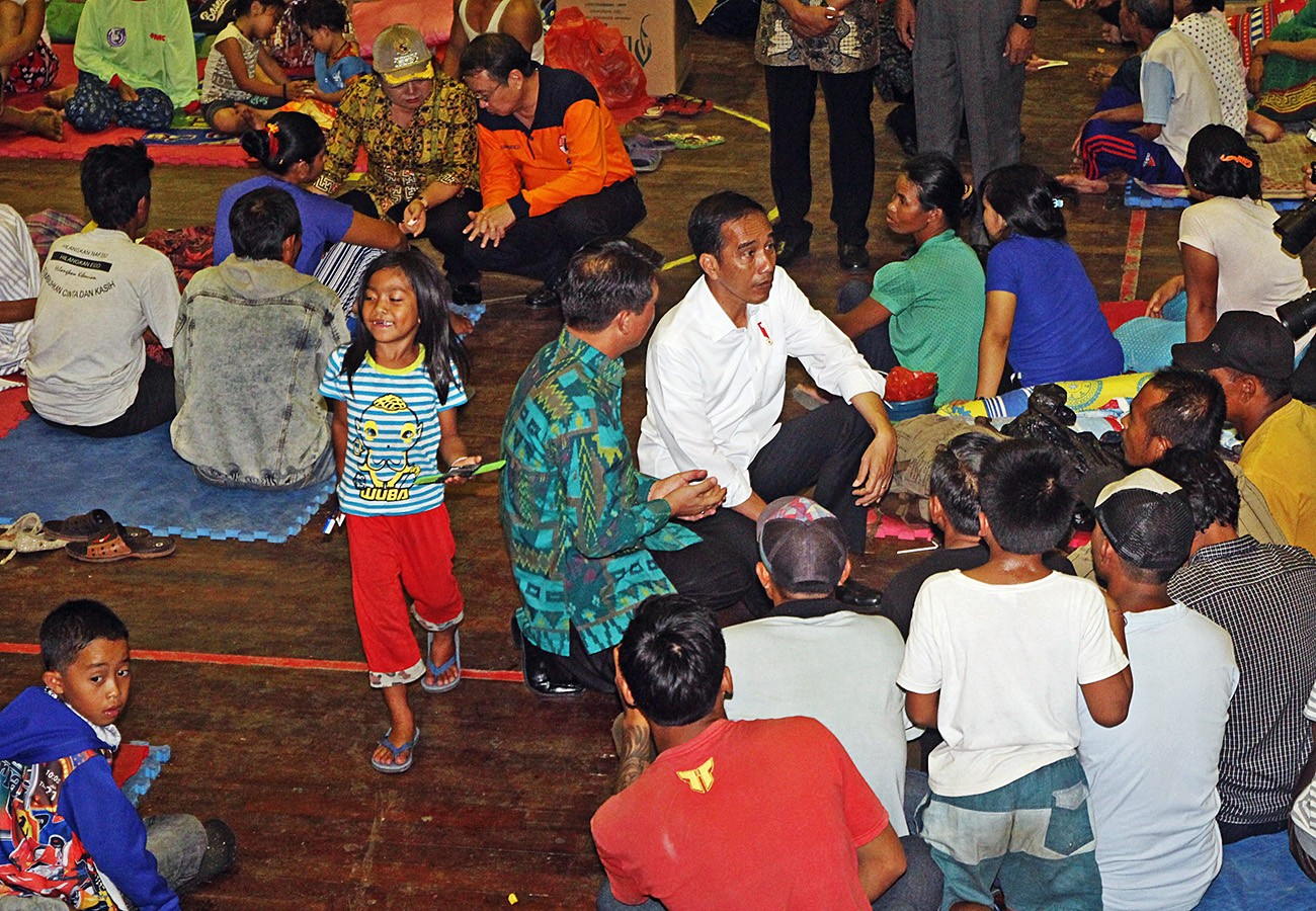 Mt. Agung evacuees outside red zone fearful to return home