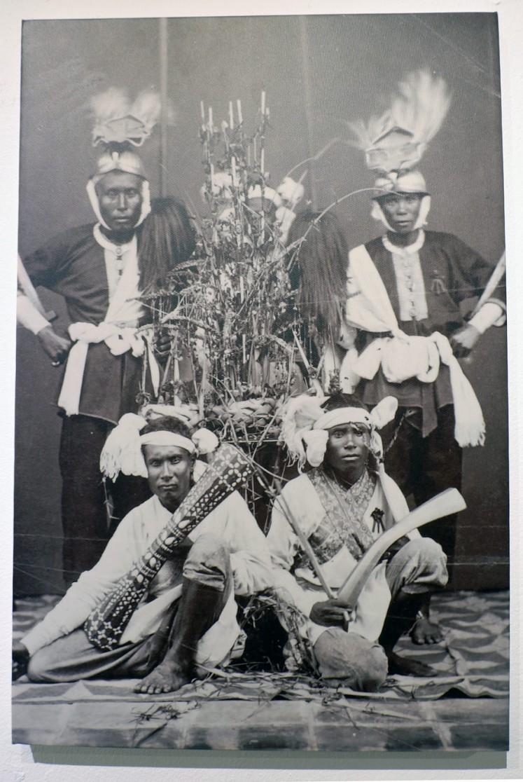 Pride: An old photo depicting Bandanese people wearing Cakalele war dance costumes.