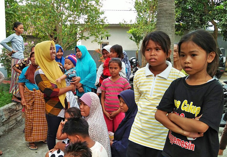 Residents of Tumbu village in Karangasem, Bali, gather in Meninting village in Batulayar district, West Lombok, West Nusa Tenggara (NTB) on Saturday. They fled their homes in Bali using wooden boats to the neighboring island of Lombok in fear of eruption of Mount Agung in Karangasem.