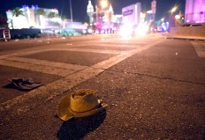 A cowboy hat lays in the street after shots were fired near a country music festival on October 1, 2017 in Las Vegas, Nevada. There are reports of an active shooter around the Mandalay Bay Resort and Casino. AFP/Getty Images/David Becker