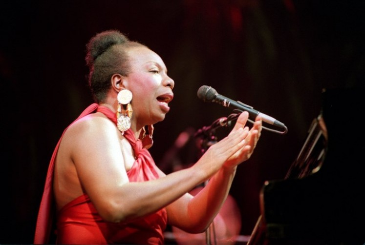 (FILES) Picture dated 22 October 1991 of legendary jazz and blues singer Nina Simone in concert at the Olympia music hall in Paris. Simone died 21 April 2003 at the age of 70 ather home in southern France, said her manager in a statement.