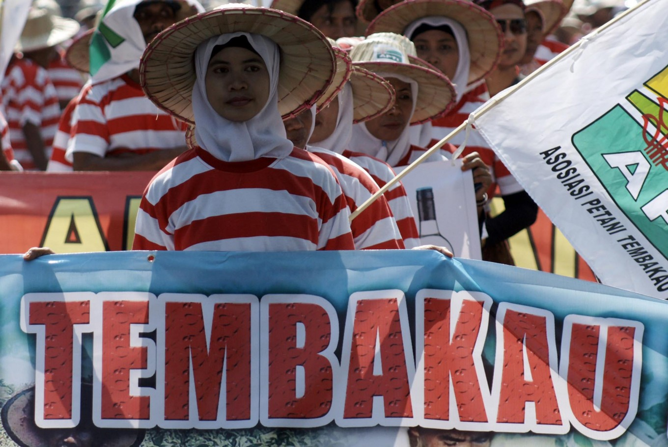 Women workers grouped in the Indonesian Tobacco Farmers Association don the national colors to protest foreign intervention in the domestic tobacco industry in Pamekasan, Madura Island. JP/Wahyoe Boediwardhana