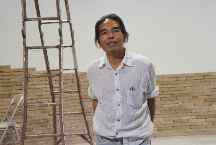 Indonesian artist Hanafi explains the displays at