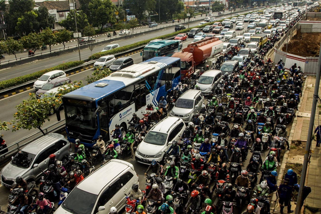 Jakartans spend 22 days in traffic jam per year: Survey