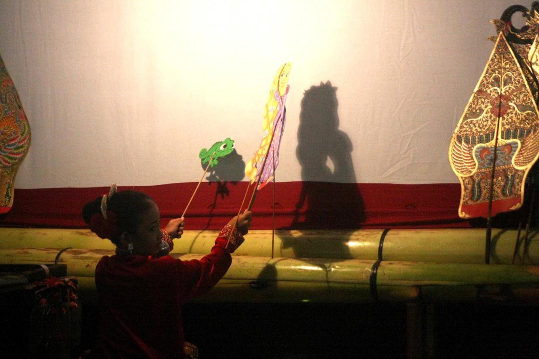 Showtime: Tiara Sotyaning Bathari from the Baladewa art studio performs a play called Timun Emas Penolong (The Helpful Gold Cucumber). JP/ Maksum Nur Fauzan