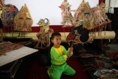 Warming up: A young puppet master practices his set. JP/ Maksum Nur Fauzan