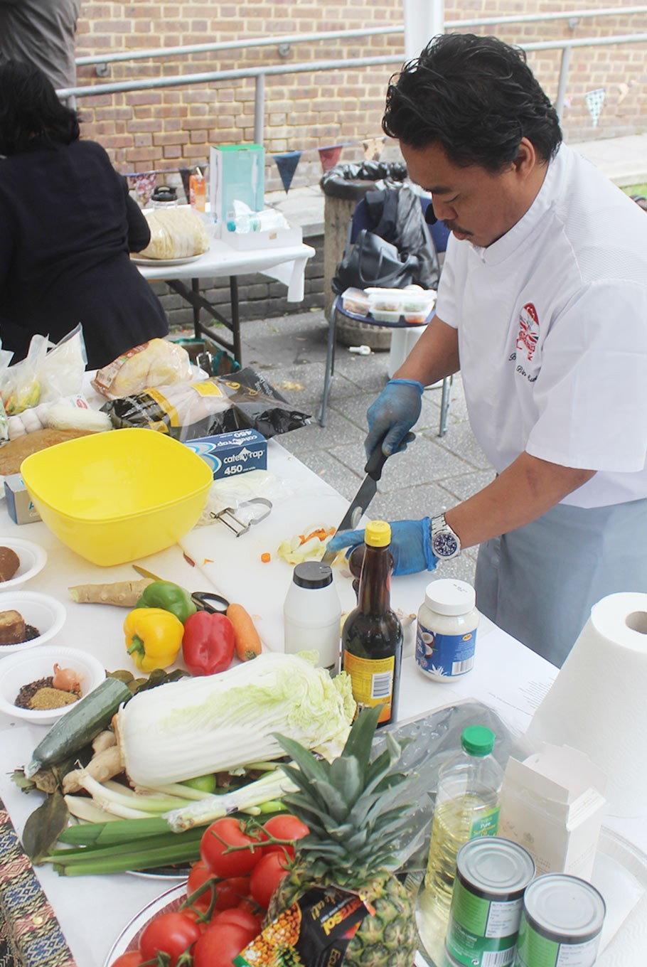 Chef Budiono bin Sukim conducts a cooking demo at the IKON Festival 2017.