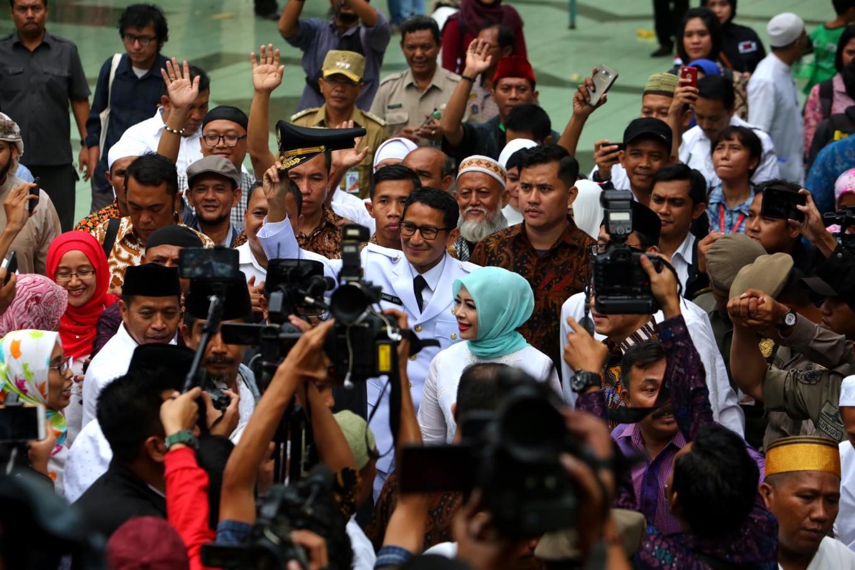 Supporters greet new Jakarta leaders at Sunda Kelapa Mosque
