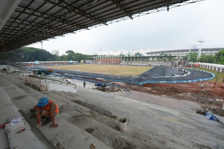 Indonesian wokers work at the athletics venue in the Senayan sport complex in Jakarta on Oct. 12, 2017. Jakarta and Palembang will host the 2018 Asian Games on August 18 to Sept. 2.