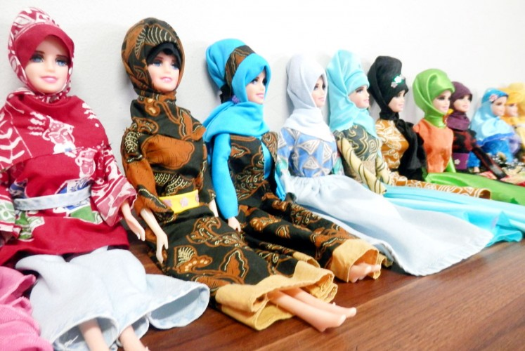 Indonesian fashion: Barbie-lookalike dolls clad in batik dresses and hijabs.