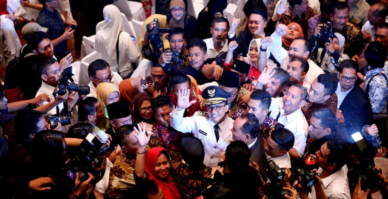 Passionate supporters throng Anies-Sandiaga celebration at City Hall