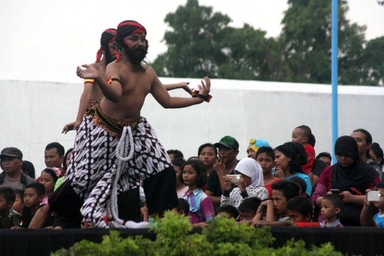 'Singo Barong' Masked Dance Festival a hit