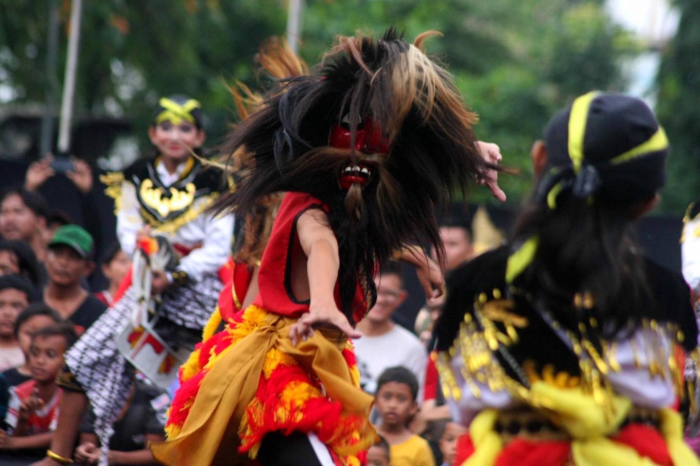 Galvanized: A bujang ganong performer showcases his animated dance. JP/ Maksum Nur Fauzan