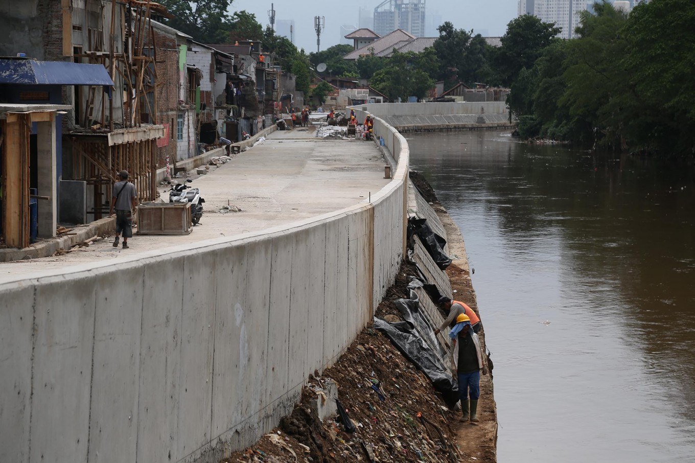 Anies told to fulfill pledges, stop river dredging