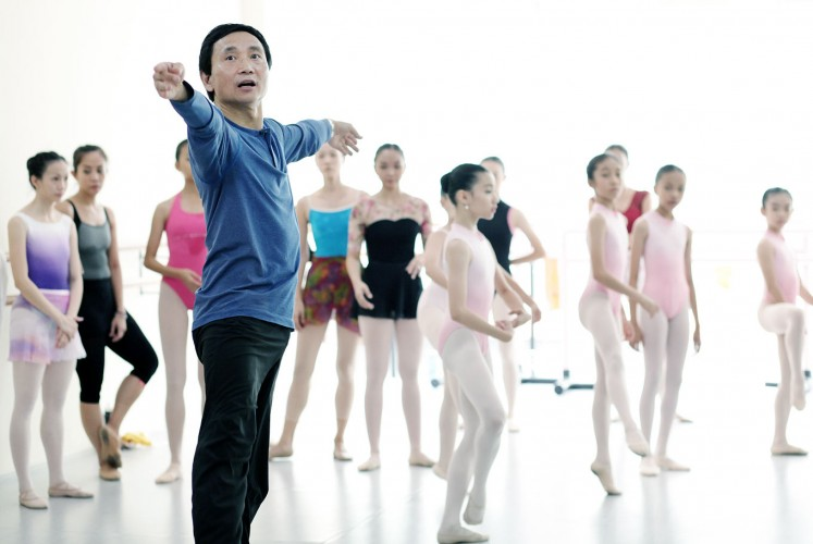 Look at me: Ballet master Li Cunxin gives a masterclass for dancers in Jakarta.