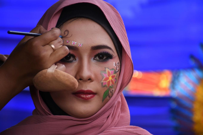 A makeup artist applies makeup before the event kicks off. JP/Aman Rochman