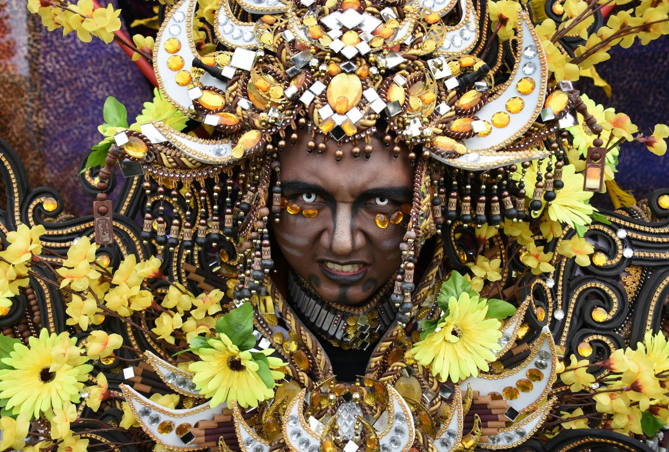A carnival participant expresses himself before the parade kicks off. JP/Aman Rochman