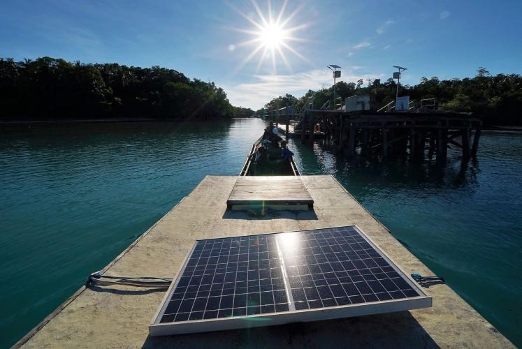 Useful heat: Fishermen use a solar power cooling system in Maratua, Berau and East Kalimantan.