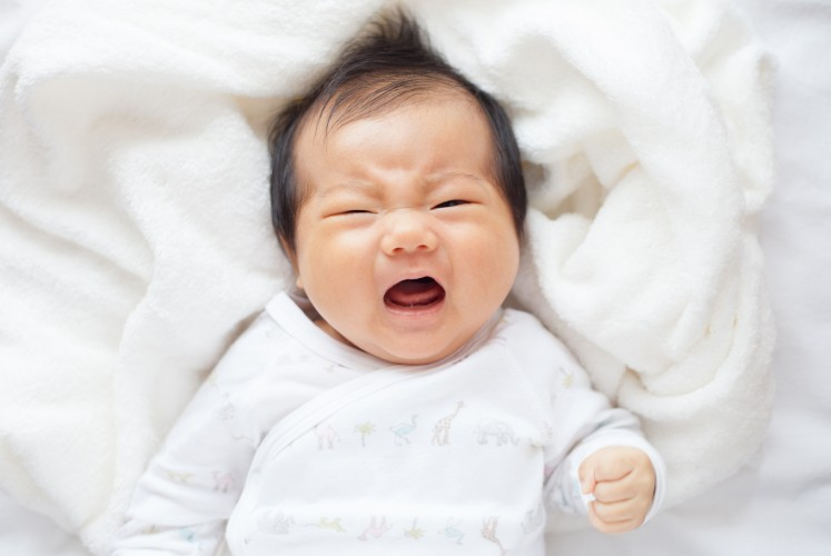 Leaving your baby to cry a little has no negative effects on their development: Study