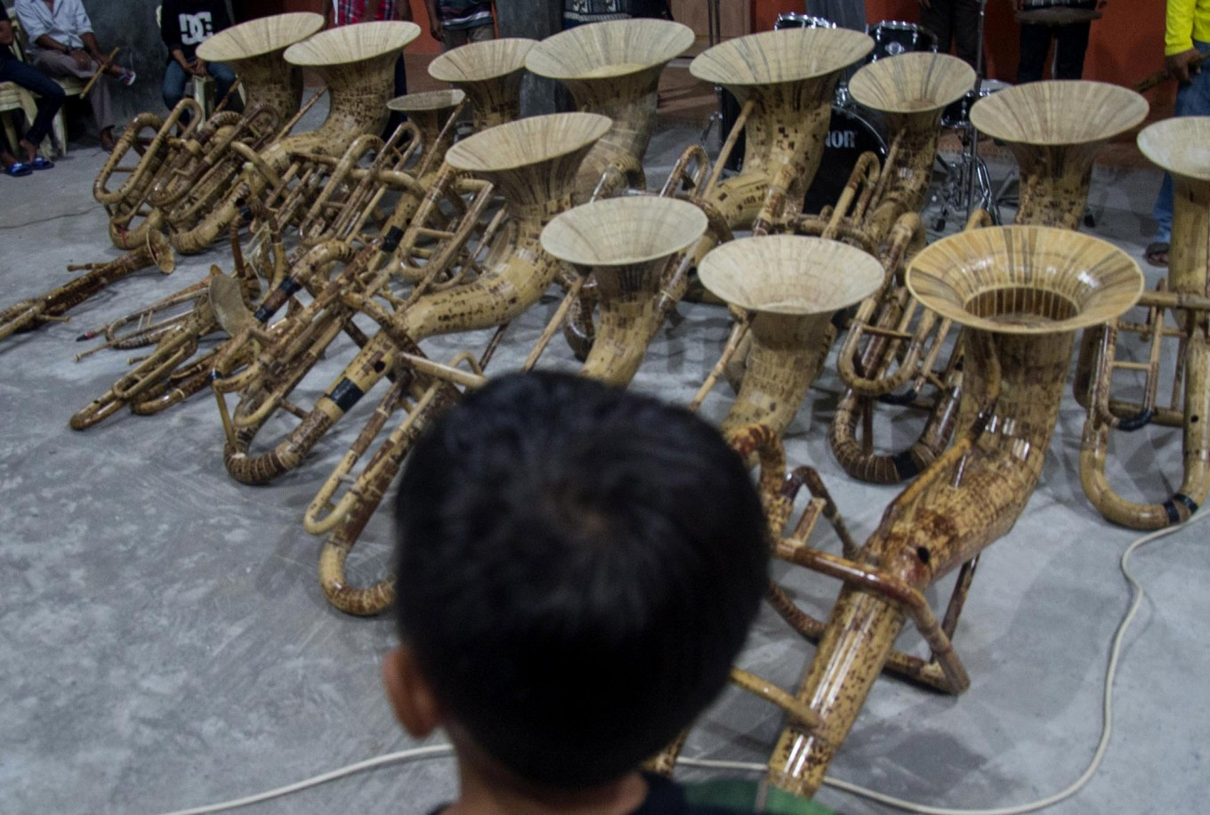 On display: A youngster observes a set of bamboo musical instruments. JP/ Tarko Sudiarno