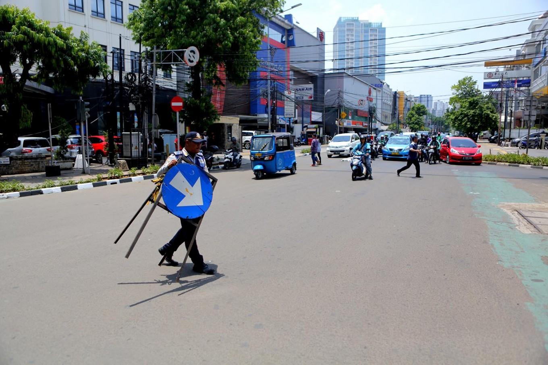 Street vendors needed by employees, pedestrians: Sandiaga