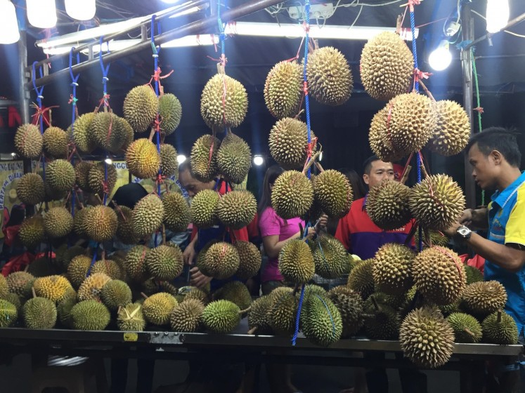 Acin is one of the most popular durian sellers.