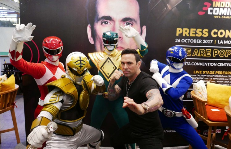 American actor Jason David Frank (second from right), who is known for his role as the original Green Rangers on popular television series 'Power Rangers', strikes a pose with Power Rangers members after the Indonesia Comic Con 2017 press conference on Thursday at La Moda, Plaza Indonesia.